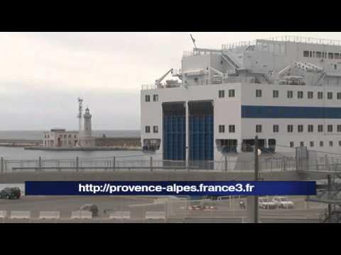 Sncm des voyageurs en attente sur le port de marseille - Port de marseille pour aller en algerie ...