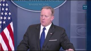 Repeat youtube video Spicer On FBI Contradicting Trump As He Tweets