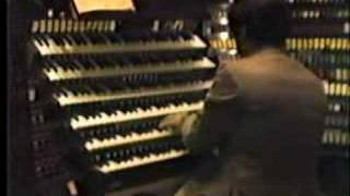 Keith Chapman plays the Bach Little Fugue at Wanamaker