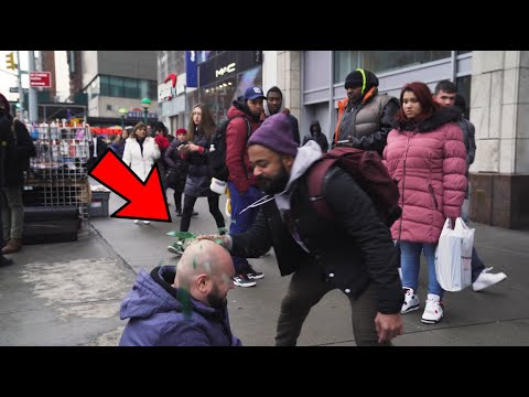 Homeless Person Gets Assaulted In Broad Daylight