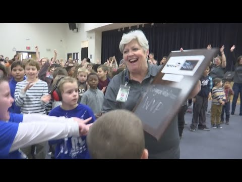 Westview Primary receives the News 2 Cool School award