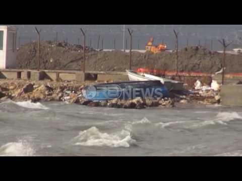 Ora News – Durrësi e Vlora përfshihen nga stuhia, anija përplaset me dy peshkarexha