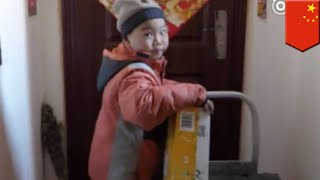 Seven-year-old delivery boy sparks child poverty debates and concern in China - TomoNews