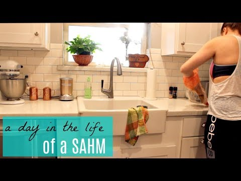 DAY IN THE LIFE 2018 | STAY AT HOME MOM | Grocery Store, Decorating + Shopping