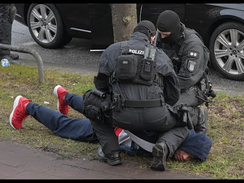 """Spektakuläre Razzia in Hamburg: Hier nimmt die Polizei """"187 Strassenbande""""-Rapper Maxwell fest"""