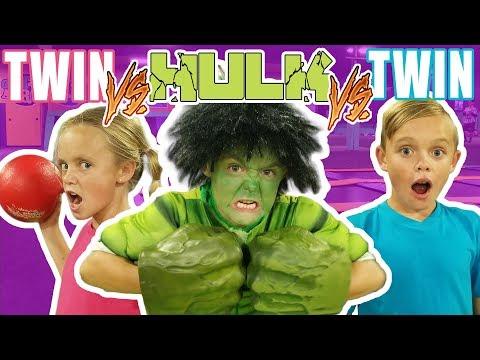 Twin VS Twin VS Hulk in Ninja Course Challenge!