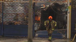Pérdidas millonarias dejó incendio en tres locales en el Centro - Teleantioquia Noticias