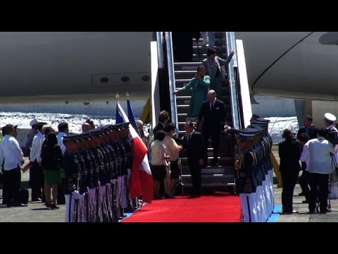 France's Hollande visits Philippines for climate push