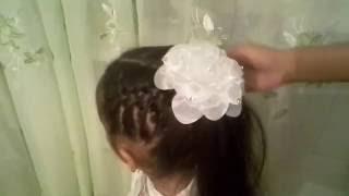 видео Прически на 1 сентября: на средние, длинные, короткие волосы, с бантами