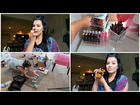 Snack Unboxing & Cleaning out Beauty Room! | August 2, 2016