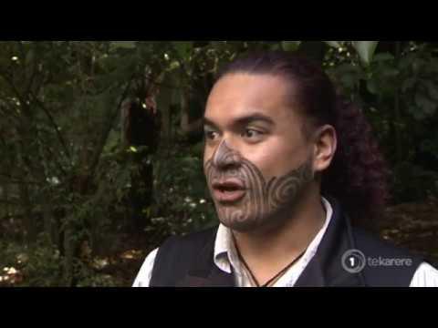 Māori zoo educator sharing the art of moko