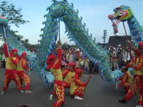 Quãng diễn lân sư rồng festival Huế 2011