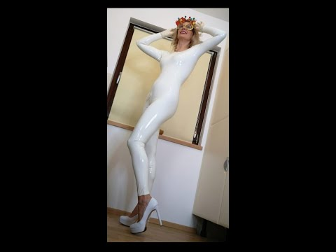 Latexmama is baking cookies in white Latex-catsuit