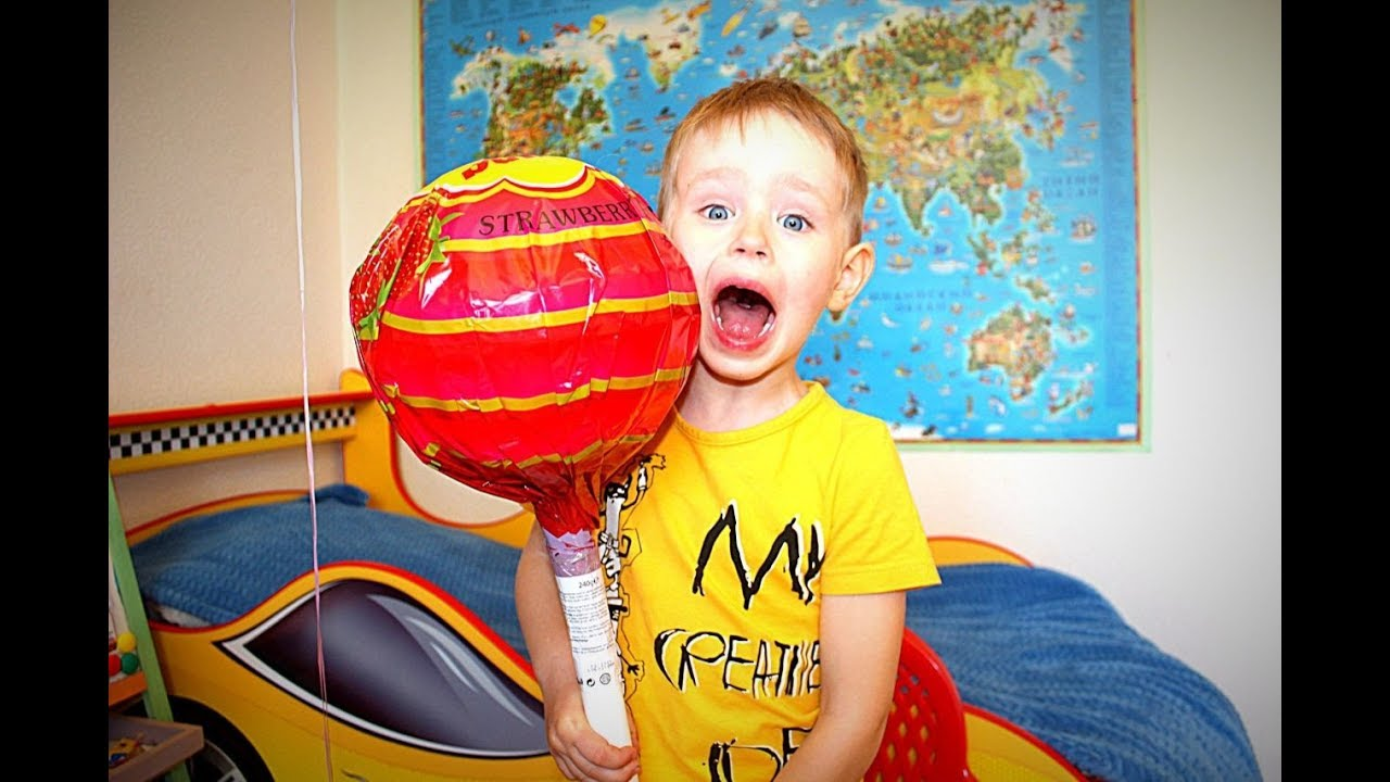 Огромный чупа-чупс Очень большая конфета Видео для детей 2018 Гришка Детский канал