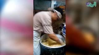 بالفيديو والصور .. صناعة كحك العيد بين لهيب عمال الفرن  وفرحة الأهالي