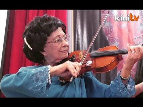 Siti Hasmah pukau hadirin dengan gesekan biola