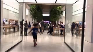 Visitando la tienda AppleStore en Dubai