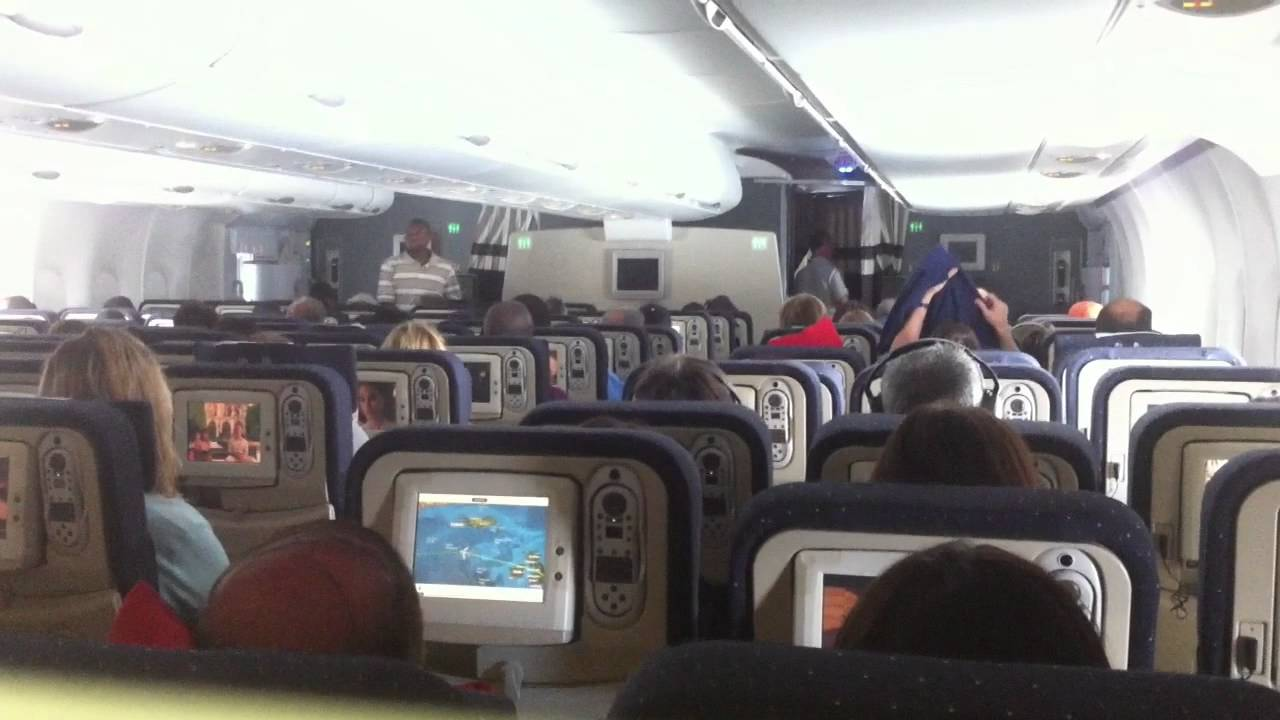 Inside air france airbus a380 800 youtube for Interieur d avion air france