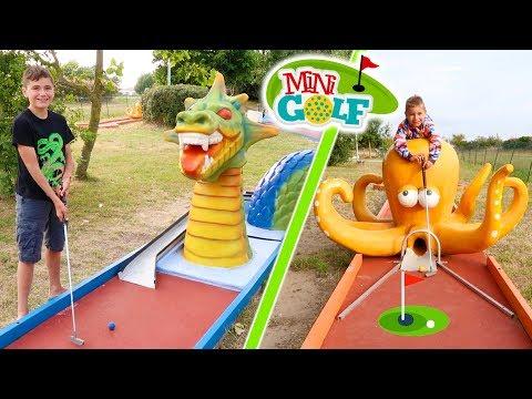 MINI-GOLF CHALLENGE !!! - Mère VS Fils - Parcours thématique : Looping, Requin, Pirate, Dragon...
