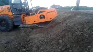 видео дорожного грунтового виброкатка