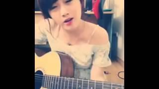 Cô gái dễ thương cover bài hát Forever alone bằng guitar
