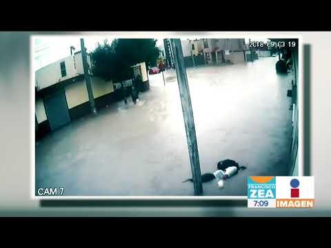 3 niños se electrocutan al tocar poste de luz para salvarse de lluvia | Noticias con Francisco Zea