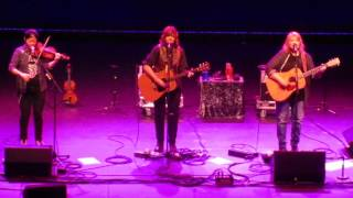 Watch Indigo Girls The Wood Song video