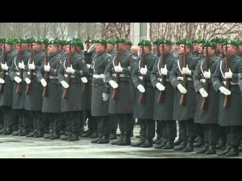 Gentiloni a Berlino - L\'arrivo alla Cancelleria federale