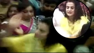 Repeat youtube video Ameesha Patel GROPED in public, SLAPS MOLESTER