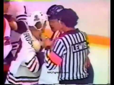 Hockeyfighters.cz  Keith Magnuson vs Behn Wilson.wmv