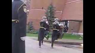 Смена караула у Мавзолея на Красной площади Кремля
