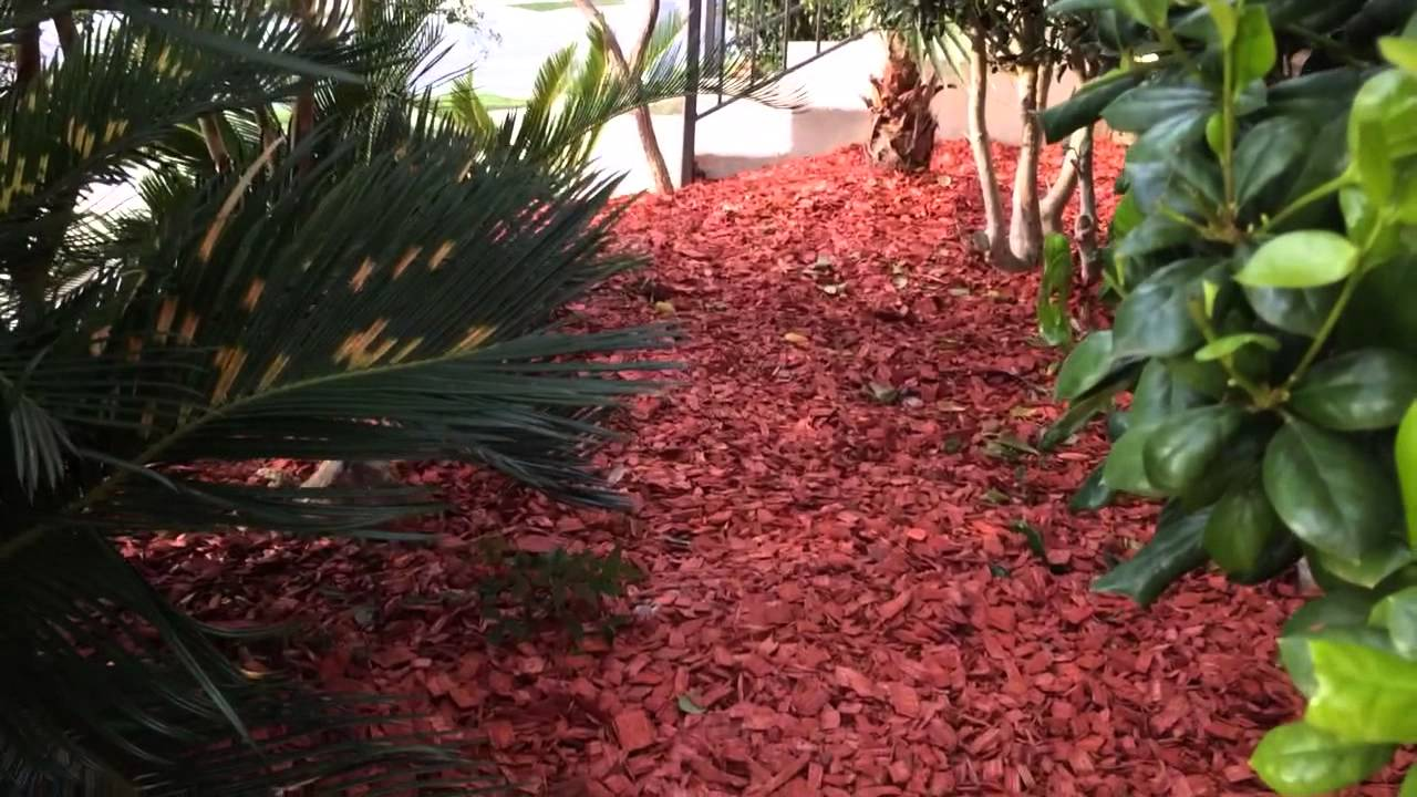 landscaping red mulch