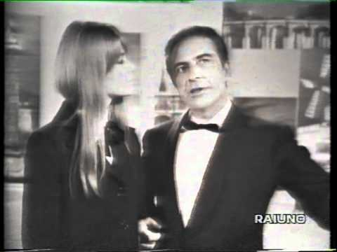 """Françoise Hardy duetta con Rossano Brazzi a """"Scala Reale"""" 1966"""