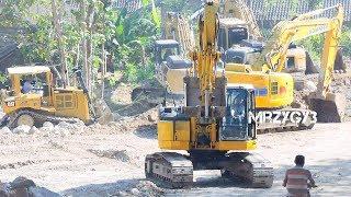 BIG Digger Excavator Dozer Dump Truck Working On Road Construction