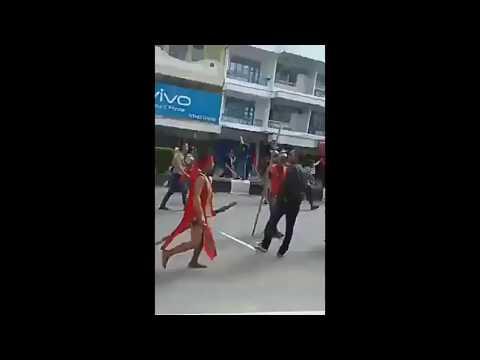 Dayak vs FPI di kota Pontianak ( terdengar suara letupan senjata api )