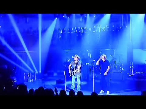 Jason Aldean& Bob Seger (Turn The Page) Crossroads