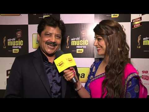 Udit Narayan sings Jaanam Dekhlo Mit Gayi Dooriyan at the #MMAWARDS RED CARPET