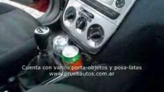 PruebautoS Test Fiat Punto 1.4 ELX - Detalles y modularidad