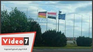 علم مصر يرفرف فى مطار 'تيجل' العسكرى بألمانيا قبل وصول السيسى