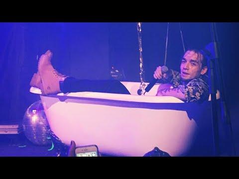 Ezhel Küvet Şarkısını Küvette Söylüyor - Ezhel #GerekeniYap