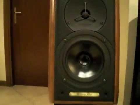 sonus-faber-'signum'-&-marantz-2270-plays-kem-awesome-sound