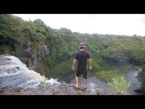 WAILUA FALLS - LIVING LIFE CLOSE TO THE EDGE