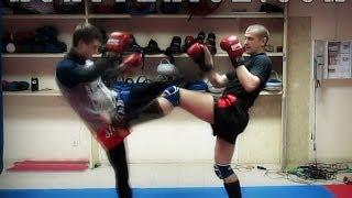 Тайский бокс Удары ногами - защита и контратака(В этом видео уроке по Тайскому боксу Удары ногами, ты увидишь как можно нарабатывать защиту и контратаку...., 2014-01-06T05:32:01.000Z)