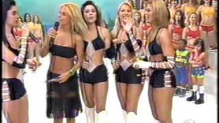 Grupo Banana Split ( Dançando coladinho ) no Programa Fantasia da Carla Peres