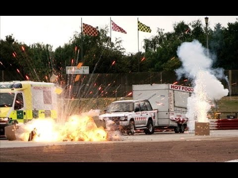 BANG! Explosive Hollywood race | Top Gear at the Movies