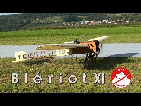 Blériot XI with looping