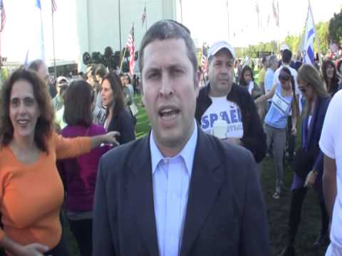Support Israel Rally in L.A. - Rabbi Kalman Topp - Cong. Beth Jacob [4518]