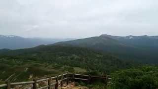 岩手山、姥倉山、八幡平の山並み、三ツ石山、秋田駒ヶ岳...目下には網張...