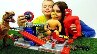 VIDEO DIVERTENTE PER BAMBINI CON MISTER MUSCOLO VAC MAN DINOSAURI E MACCHININE - giochi per bambini