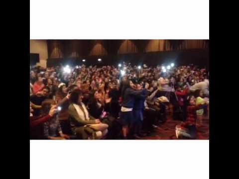 Karol Sevilla chante avec ses fans(3)
